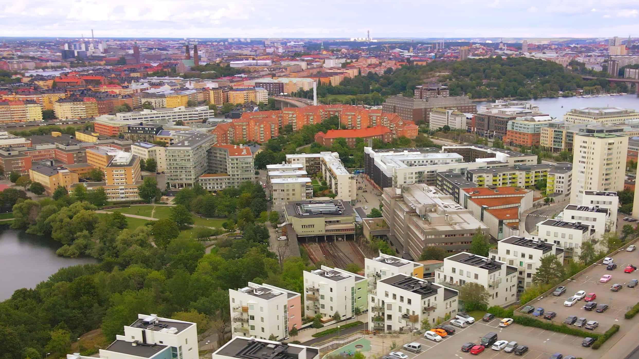 Liljeholmen spårområde och stadsvy